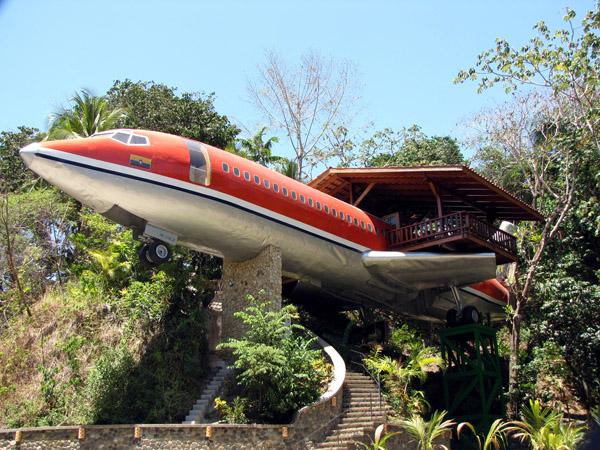 727-fuselage-airplane-hotel2